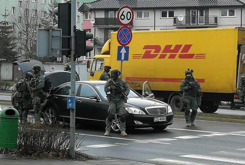 Szczecin. Widowiskowa akcja antyterrorystów. Są zarzuty dla Konrada S. i jego wspólników