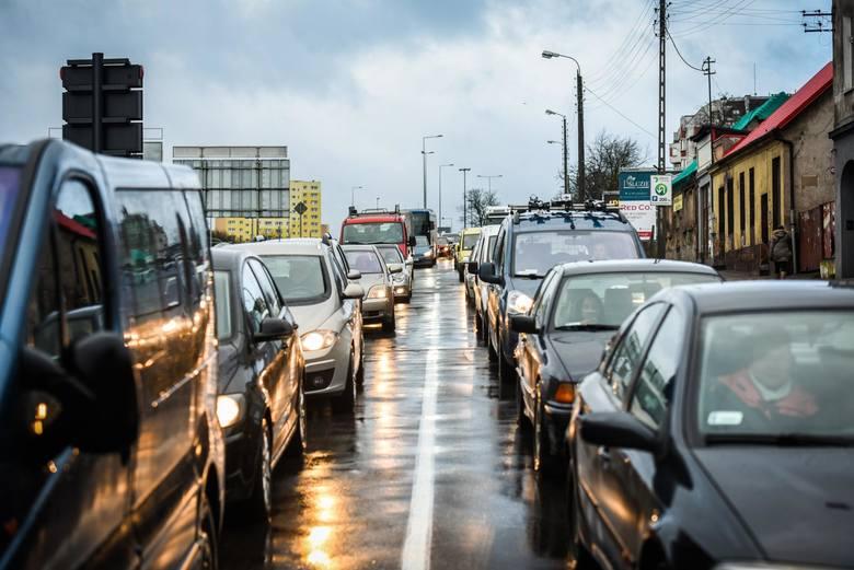 Auta z obowiązkowymi naklejkami? Nowy pomysł rządu