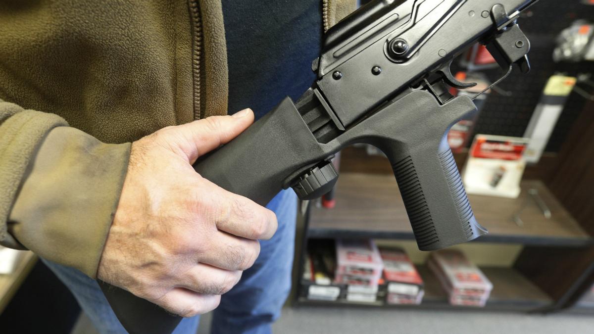 Pozew przeciw policji stanowej Illinois za zwłokę w wydawaniu pozwoleń na broń