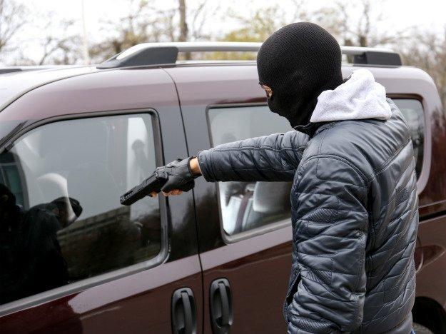 Policja jednoczy siły do waki ze złodziejami samochodów
