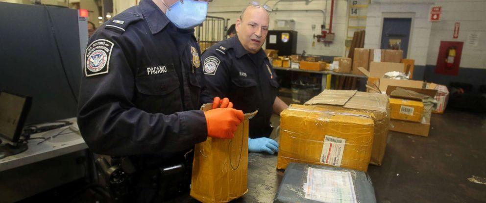 Przemytnicy wysyłają fentanyl pocztą do USA