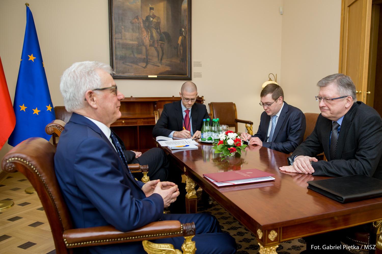 Czaputowicz do ambasadora Rosji: Oczekujemy zwrotu wraku tupolewa