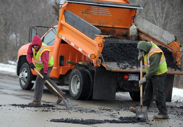 Rozpoczęło się łatanie dziur na autostradach w rejonie Chicago