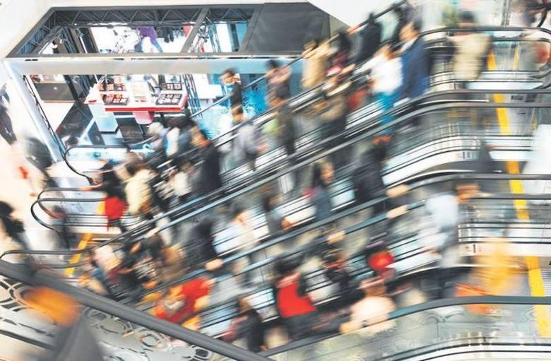 Łódzkie: Sprzątacze galerii handlowej znaleźli torbę z pieniędzmi