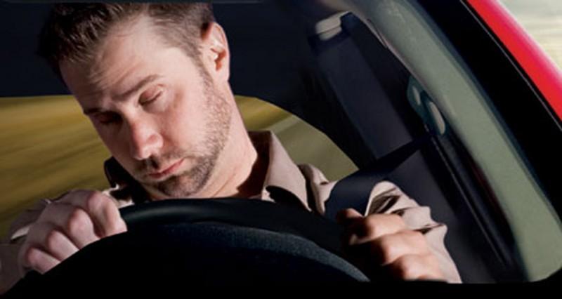 Zasypiający kierowcy powodują coraz więcej wypadków w USA