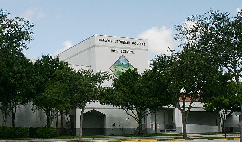 Alarm bombowy w Marjory Stoneman Douglas High School