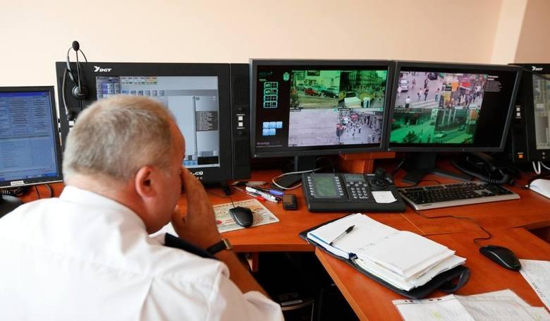 Poznań: Przed kamerą piją i się biją. Prawie 9 tys. interwencji policjantów i strażników