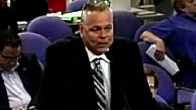 Policjant, który nie powstrzymał strzelca w szkole w Parkland, dostaje ponad 8 tys. dolarów emerytury