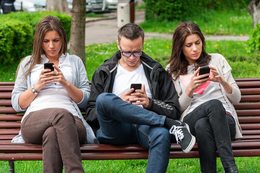 Amerykanie są coraz bardziej uzależnieni od telefonów komórkowych