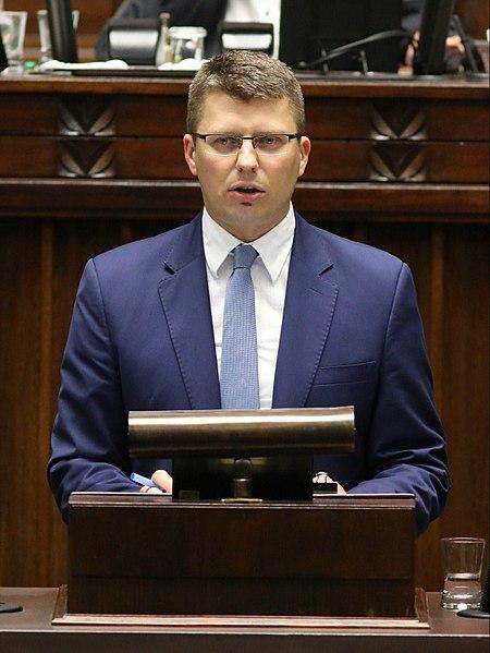 Wiceminister Warchoł: Postanowienie SN nie obowiązuje prezydenta i KRS