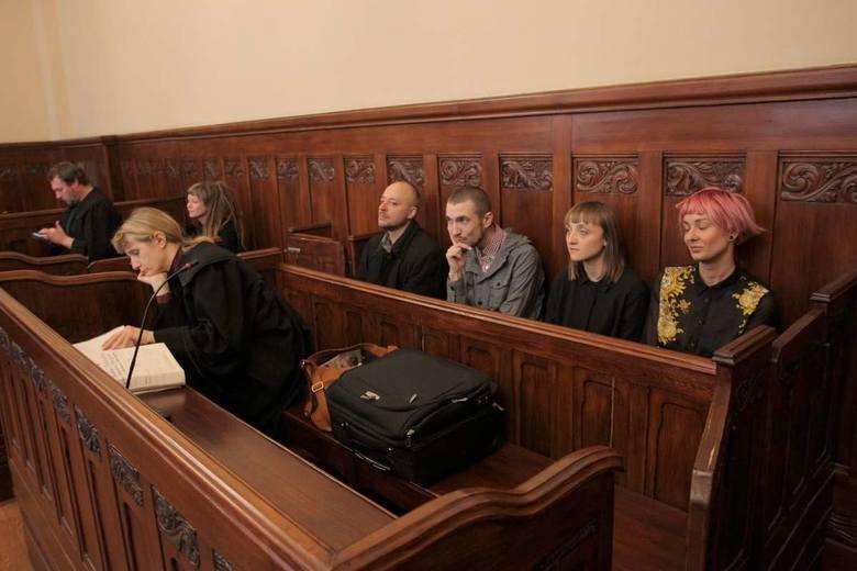 Poznań: Anarchiści oskarżeni po Czarnym Proteście. Dziś ruszył ich proces