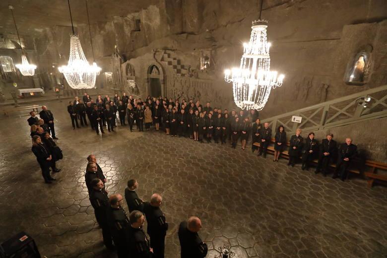 Małopolska: Górnicy z wielickiej kopalni przeszli podziemną Drogą Krzyżową