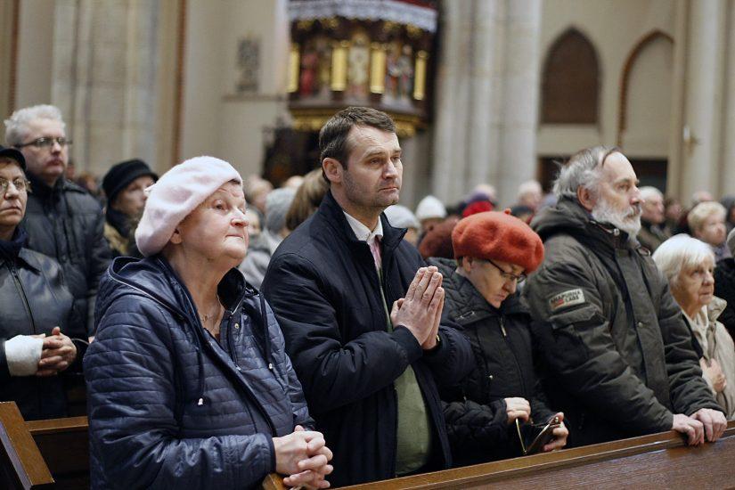 Przez najbliższe dni katolicy będą przeżywać mękę, śmierć i Zmartwychwstanie Chrystusa