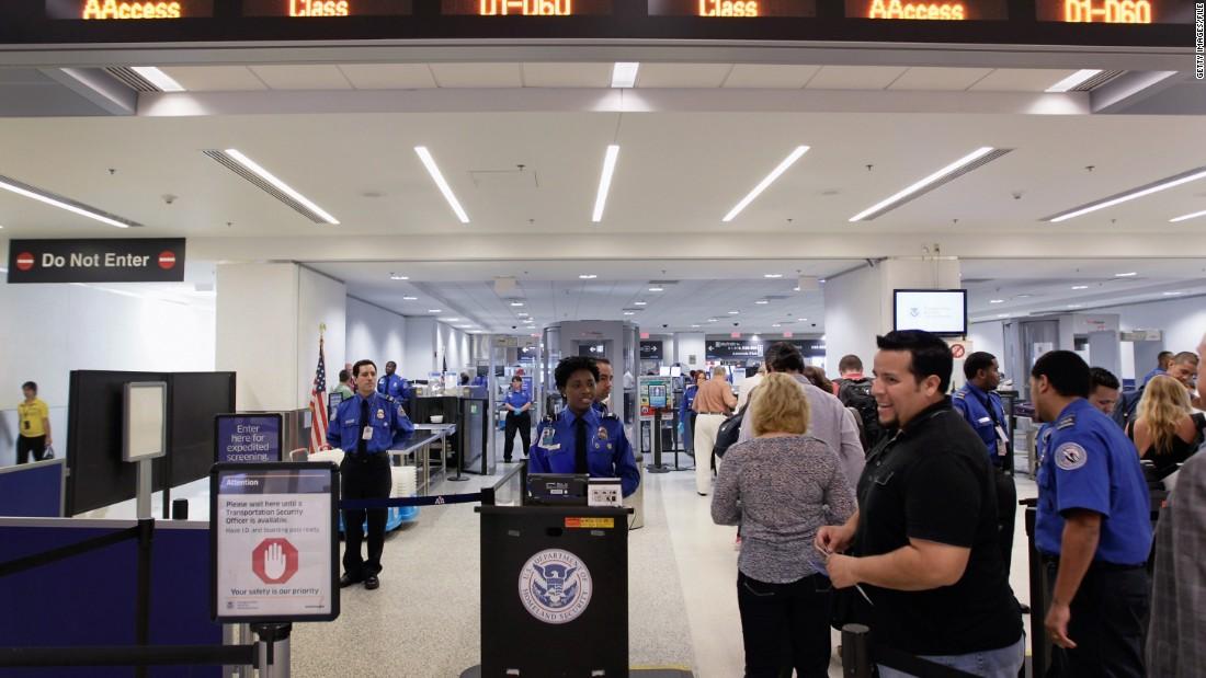 Pasażerowie na lotniskach w USA zgubili prawie milion dolarów