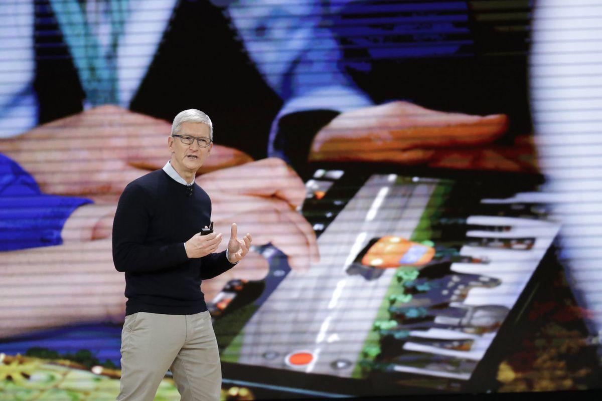 Prezes Apple, Tim Cook zaprezentował w chicagowskiej szkole nowy IPad