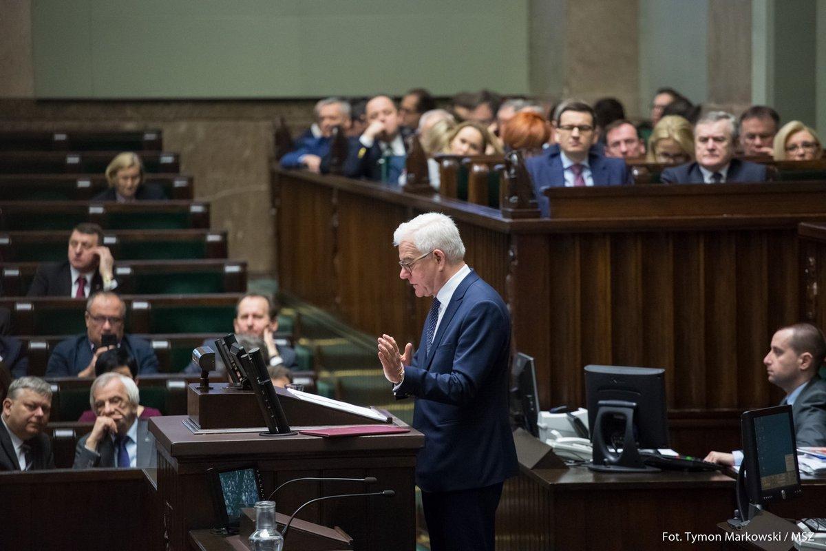 """W Sejmie debata o polityce zagranicznej. Opozycja: """"Musi być scenariusz na nowy początek polskiej polityki zagranicznej"""""""