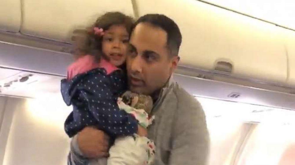 Rodzina z 2-letnią córką wyproszona z samolotu Southwest na lotnisku Midway