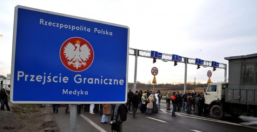 W Medyce celnicy odkryli w bagażu Ukraińców 5 żywych i kilkanaście martwych kociąt