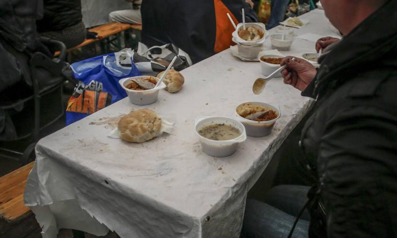 Nie wyrzucaj jedzenia po świętach, podziel się z potrzebującymi. Jak?