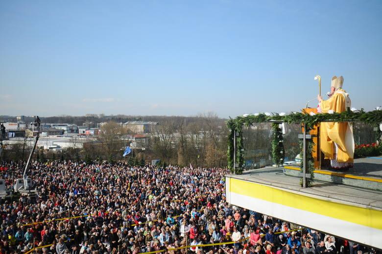 Święto Bożego Miłosierdzia przyciągnęło tłumy wiernych do Łagiewnik