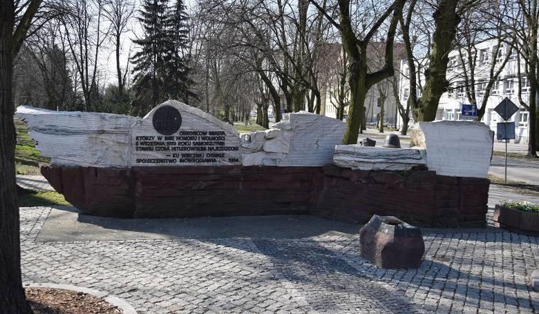 Pomnik smoleński w miejsce pomnika Wdzięczności w Inowrocławiu? Radni koalicji zdradzają swoje obawy