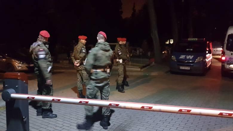 Łódź: Ekshumacja jednej z ofiar katastrofy smoleńskiej Joanny Agackiej-Indeckiej. Policjanci zatrzymali 11 osób