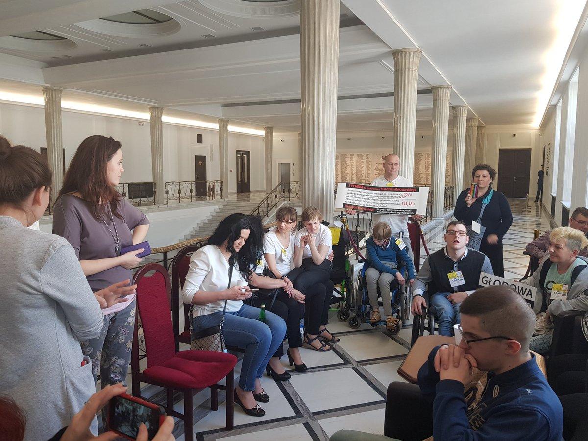 """Stowarzyszenie Osób Niepełnosprawnych """"Podkarpacie"""" wzywa do zakończenia protestu w Sejmie"""
