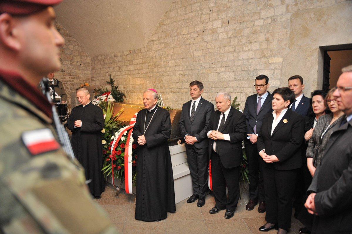 Uroczystości 8. rocznicy pochówku pary prezydenckiej na Wawelu