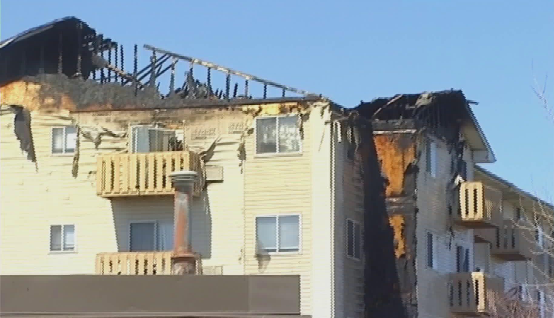 Pożar budynku apartamentowego w Waukegan. Ponad 100 osób straciło dach nad głową
