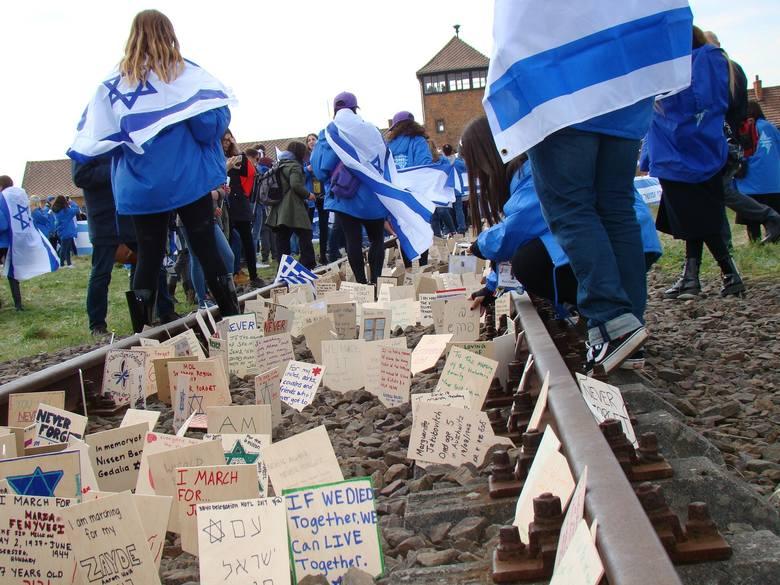 Oświęcim. Co najmniej 11 tys. osób i prezydent Andrzej Duda zapowiedziało udział w czwartkowym Marszu Żywych