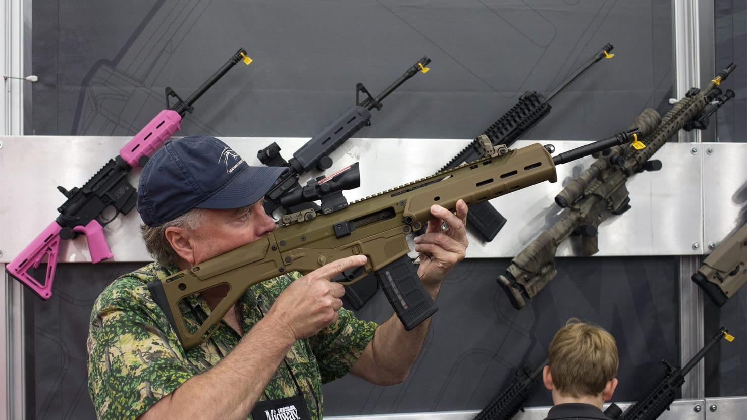 Sąd zdecydował: Mieszkańcy Deerfield mogą posiadać broń szturmową