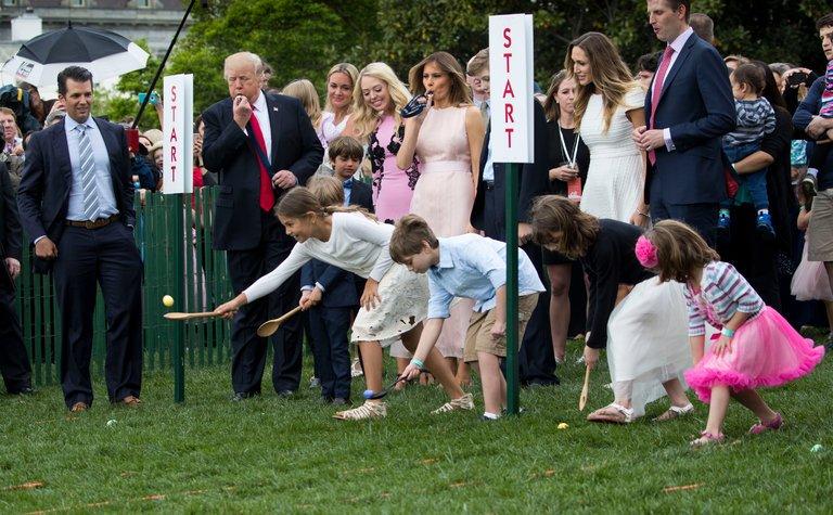 W ogrodach Białego Domu odbyło się toczenie jaj wielkanocnych