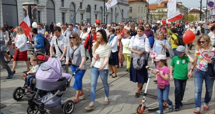 Ulicami Warszawy przeszedł 13. Marsz Świętości Życia