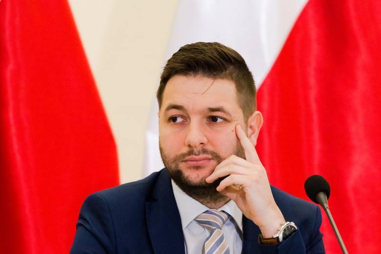 Patryk Jaki nie zrezygnuje z funkcji przewodniczącego komisji weryfikacyjnej