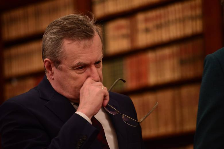 Rezygnacja z funkcji dyrektora Muzeum Narodowego i zarzuty wobec ministra Glińskiego