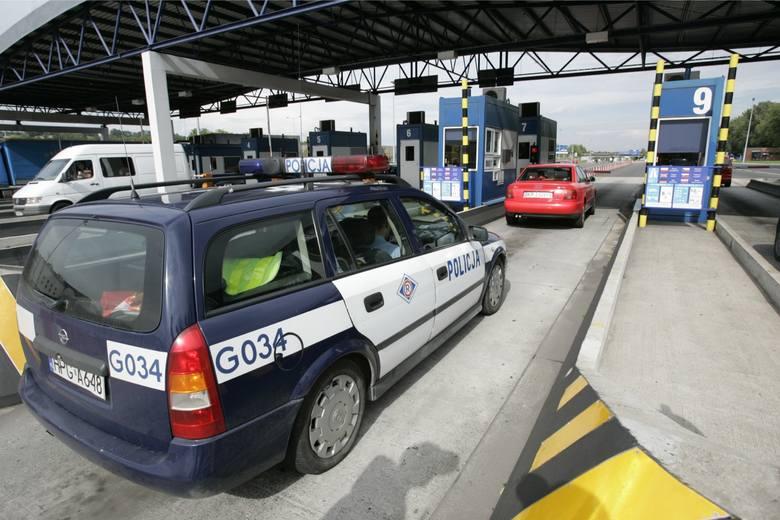 Kraków: Poród w BMW na autostradzie. Pomogli policjanci