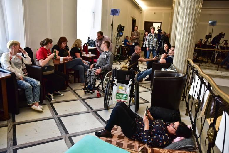 Ile kosztował protest opiekunów osób niepełnosprawnych?