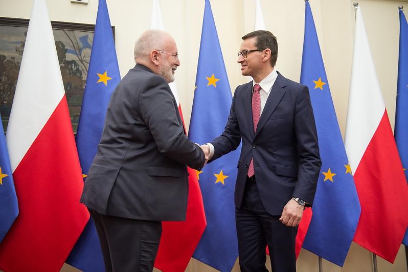 KE zadowolona z nowelizacji ustawy o SN. Czy teraz Timmermans da spokój Polsce?