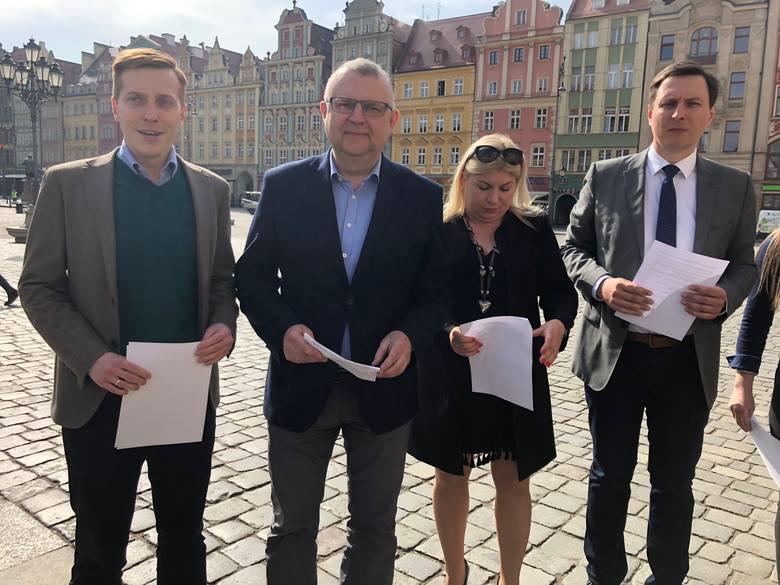 """Kazimierz Ujazdowski: """"Jak zostanę prezydentem, mieszkańcy będą mieli dostęp do umów zawieranych przez miasto"""""""