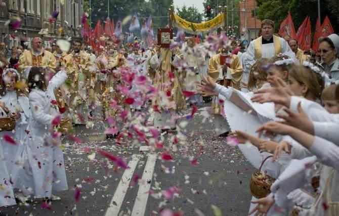 Rzecznik Episkopatu zachęca do publikowania zdjęć z procesji Bożego Ciała w mediach społecznościowych