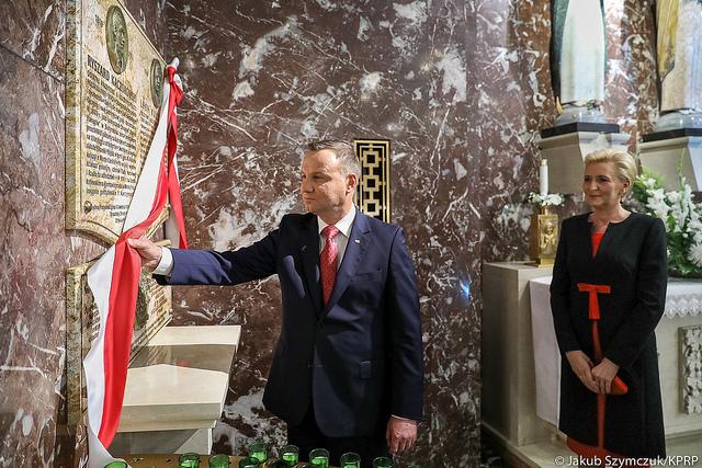 Prezydent Andrzej Duda odsłonił tablicę Ryszarda Kaczorowskiego i Lecha Kaczyńskiego