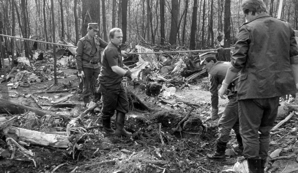 """183 osoby zginęły w katastrofie samolotu """"Tadeusz Kościuszko"""" w Lesie Kabackim. Od tych zdarzeń mija ponad trzydzieści lat"""