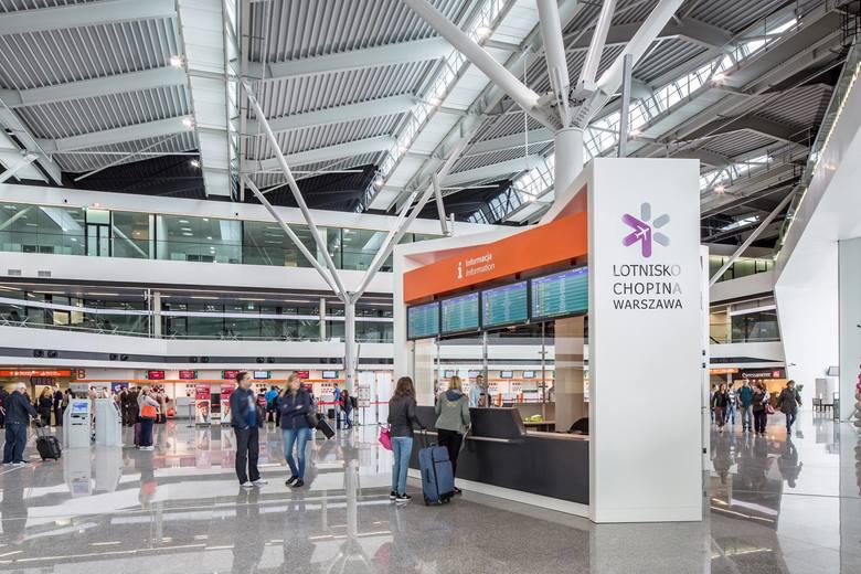 Lotnisko Chopina Warszawa: Wnuczek nie odebrał babci z samolotu. 79-latka chciała iść na piechotę do Białegostoku