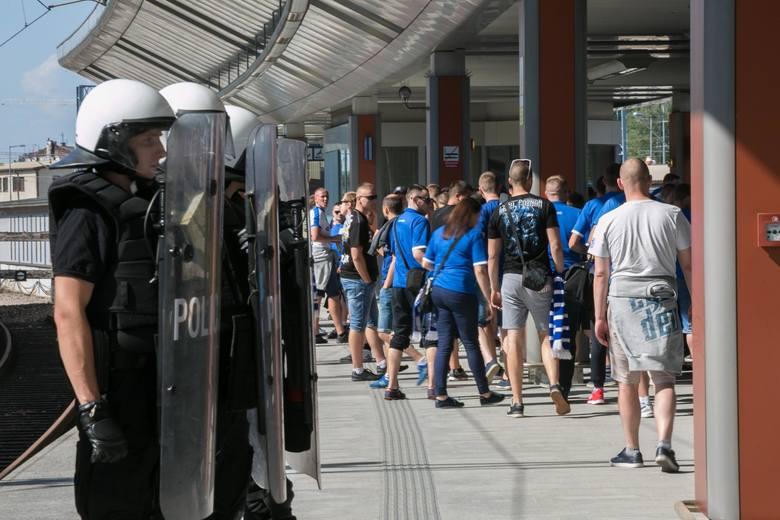 Mecz Lech Poznań – Legia Warszawa wzbudza ogromne emocje. Kibice Kolejorza są niemile widziani…