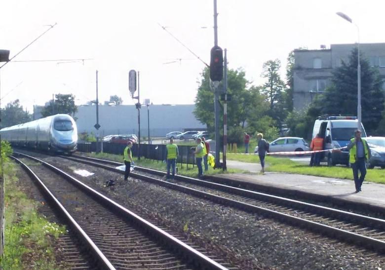 Wypadek na kolei w Katowicach Piotrowicach: Pociąg pendolino potrącił kobietę