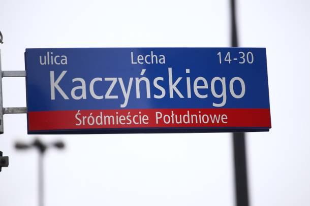Warszawa: Ulica Lecha Kaczyńskiego znika. Wraca Trasa Łazienkowska oraz 11 innych zdekomunizowanych ulic. Zadecydował sąd