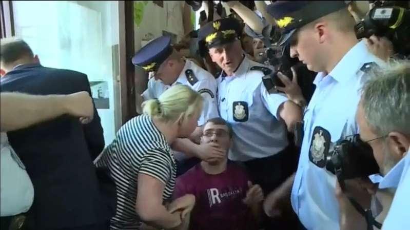 """Opiekunowie osób niepełnosprawnych zawiesili protest. """"Obecny rząd nie jest gotowy do dialogu z nami"""""""