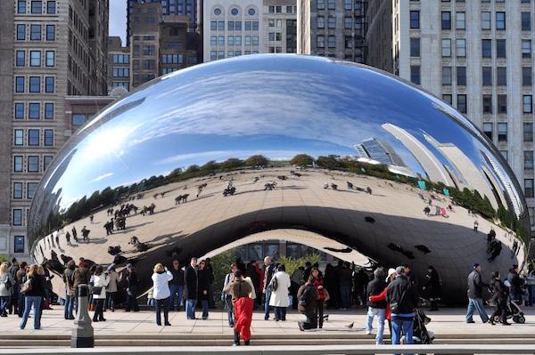 """Chicagowska """"fasolka"""" w dziesiątce najbardziej rozpoznawalnych obiektów turystycznych w USA"""