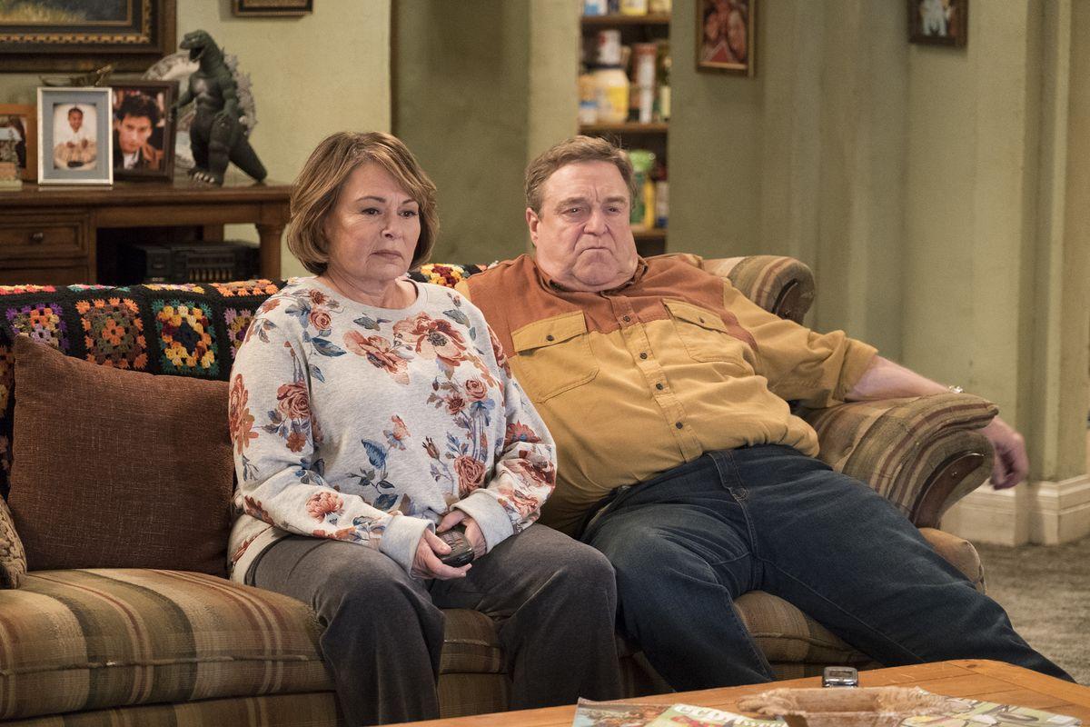 """Telewizja ABC zawiesiła serial """"Roseanne"""" z powodu obraźliwego wpisu na Twitterze"""