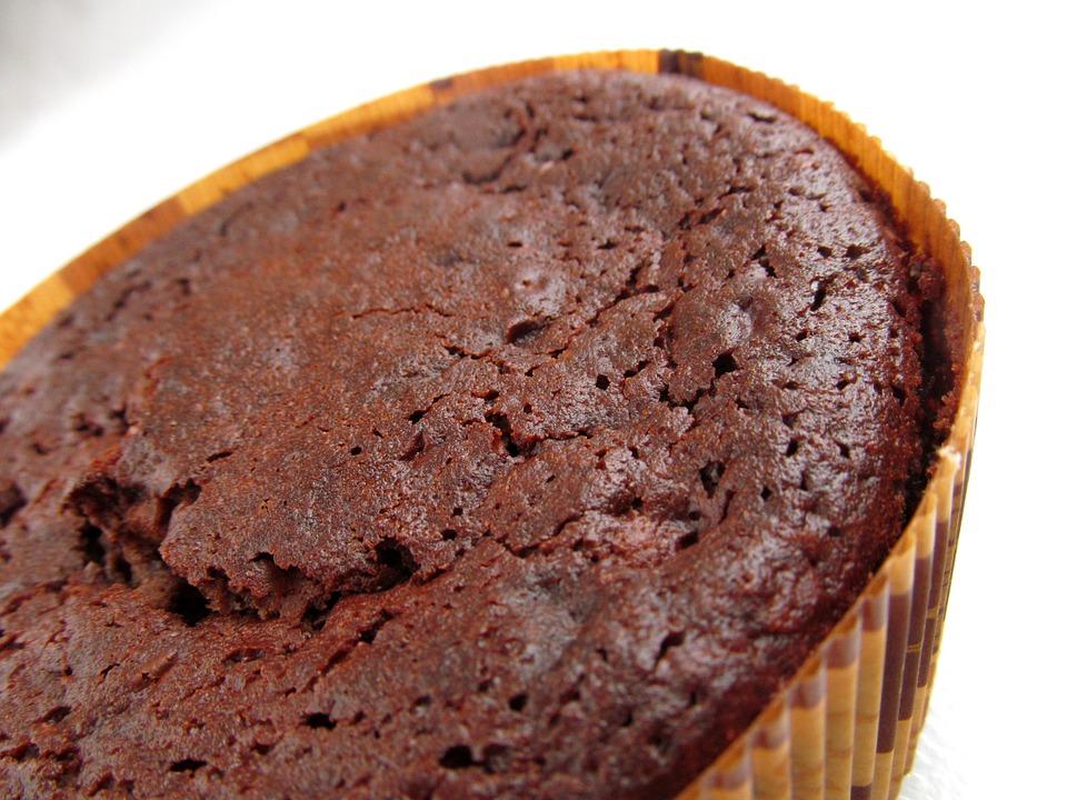Kobieta zwolniona z pracy za dodanie środka przeczyszczającego do ciasta
